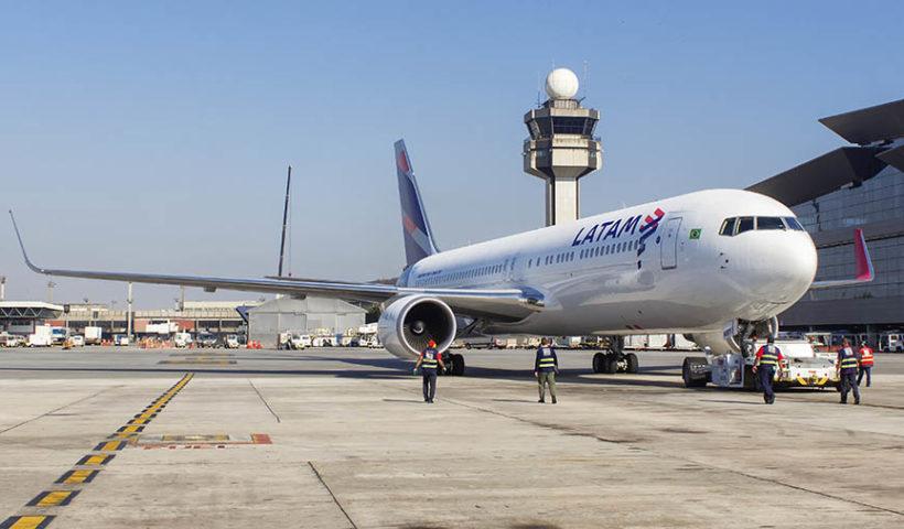 El ministro de Transportes y Comunicaciones, indicó que la reapertura de vuelos internacionales será solo para casos de extrema necesidad