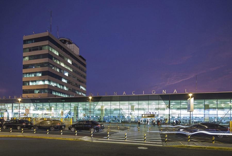 La imposición de nuevas cuarentenas focalizadas por los contagios de COVID-19 mantiene suspendidos hasta fin de mes los vuelos domésticos
