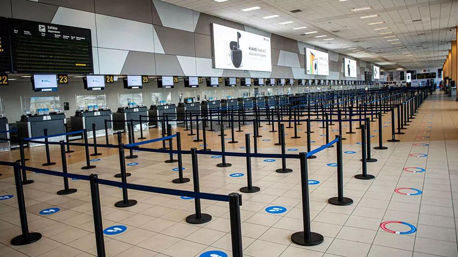 Aeropuerto de Lima luce vacío tras su reapertura