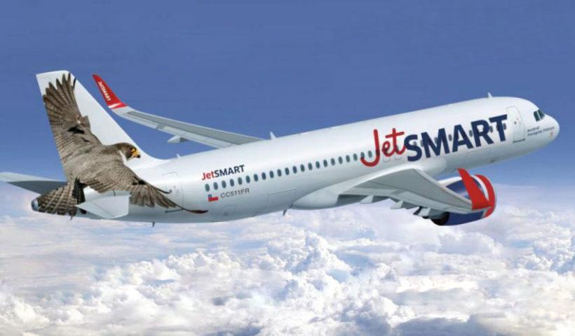 En el Perú, JetSMART inició operaciones en diciembre de 2017 con vuelos internacionales entre Santiago de Chile y Lima