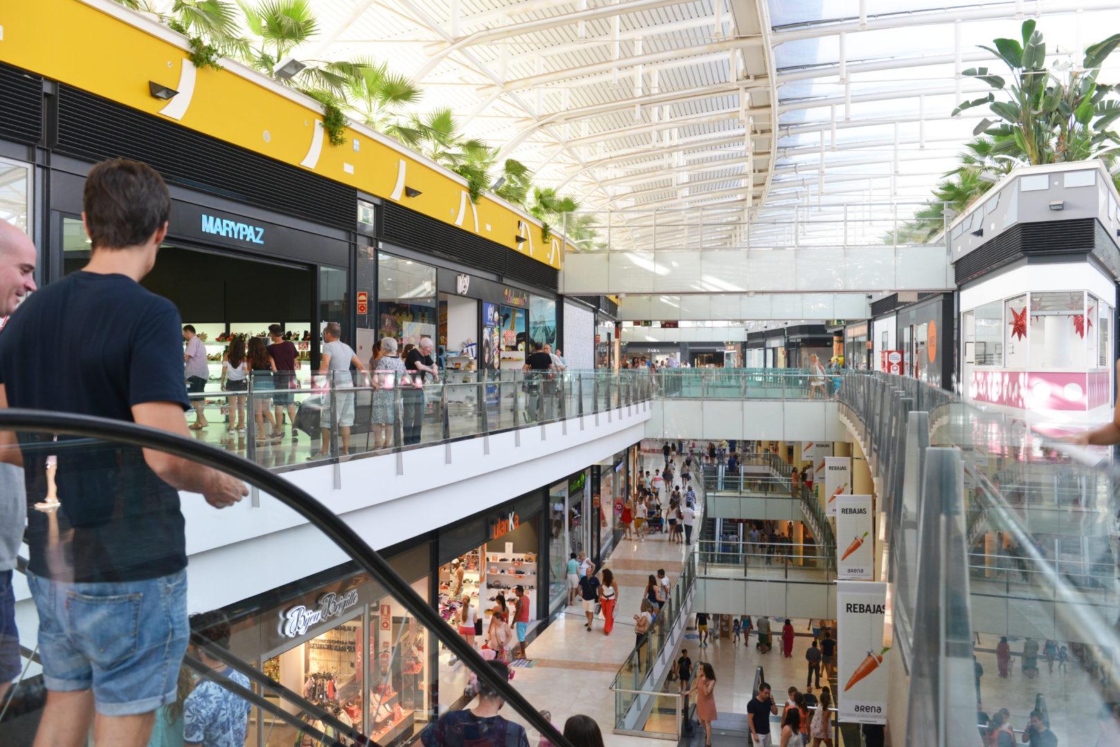 Ampliarían aforo en centros comerciales por campaña navideña