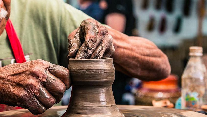 Artesanos esperan que el Gobierno los apoye para difundir sus artesanías.