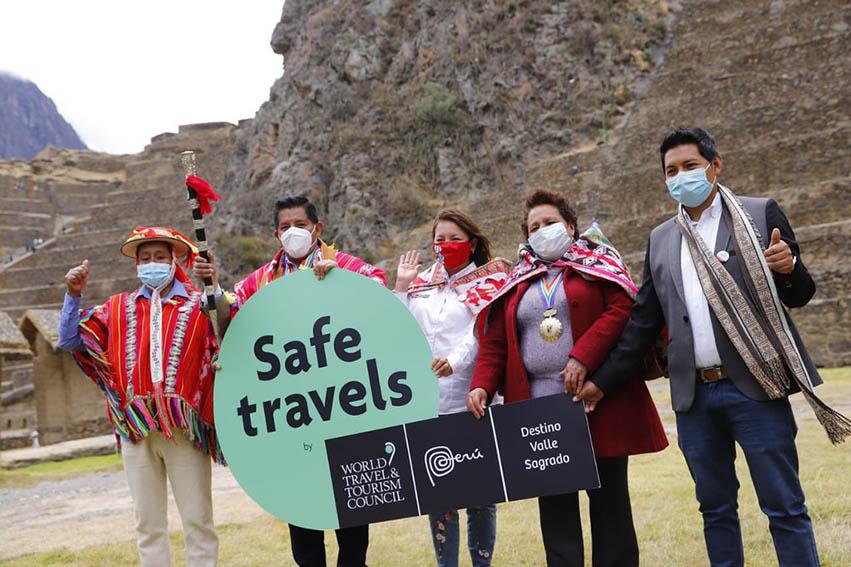 "La titular del Mincetur entregó el Sello Safe Travel al destino ""Valle Sagrado"" del Cusco."