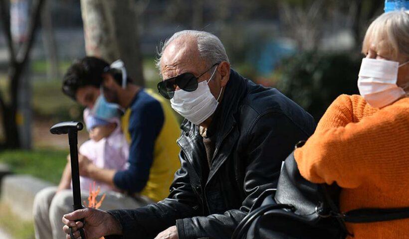 Adultos mayores podrán salir a las calles, pero Gobierno recomienda que no lo hagan