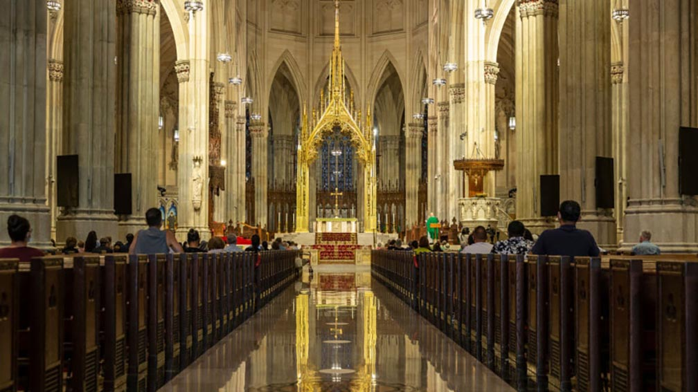 El Gobierno viene evaluandoreabrir las iglesias en noviembre con aforos reducidos, pero no se brindará el servicio religioso comomisas.