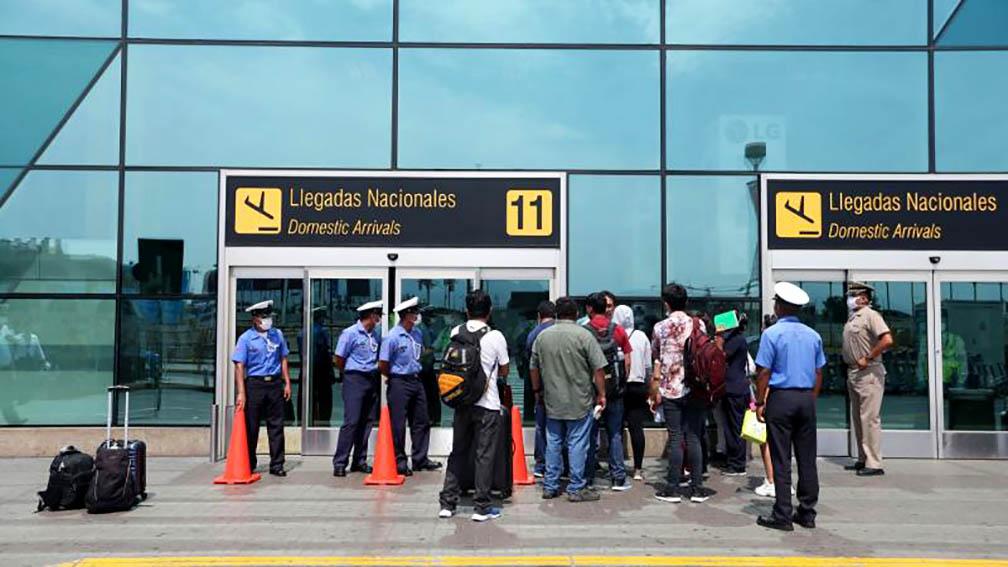 Pasajeros en el aeropuerto Jorge Chávez