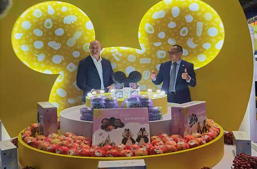"""Shanghái Disneyland y Dole China, lanzaron su nuevo producto """"Mickey"""" a base de arándanos peruanos, en la 3ra. edición de (CIIE)"""
