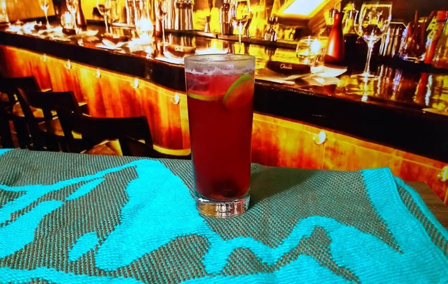 Bebida hecha a base de la corteza del árbol de la quina