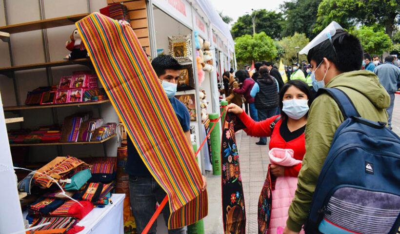 Miraflores: Feria de Artesanía Regiones del Perú
